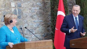 Erdoğan ile Merkel arasında gülümseten diyalog