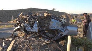 Feci kazada araba hurdaya döndü! 1 Ölü