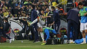 Fenerbahçe'de ikinci Mesut Özil vakası: Şişeleri tekmeledi