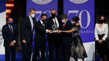 Gerçek ödül töreninde anlaşıldı: Kadın yazar '3 erkek' çıktı