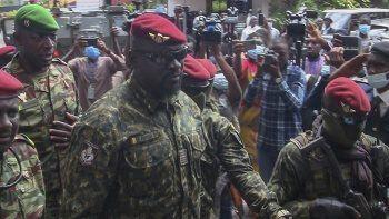 Gine'de darbeci albay Doumbouya, geçici Cumhurbaşkanı olarak yemin etti