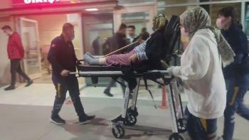 Hastaneye gitmek istemeyen 70 yaşındaki kadın bıçakla çocuklarını rehin aldı