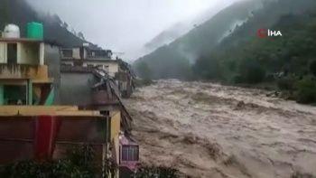 Hindistan'da sel ve heyelan faciası: 16 ölü