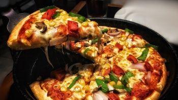 İran'da pizza yiyen kadınlara televizyon yasağı! Ekrana çıkamayacaklar