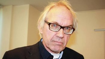 İslam karşıtı İsveçli karikatürist Lars Vilks trafik kazasında yanarak öldü