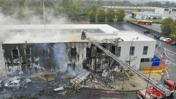 İtalya'da uçak binanın üzerine düştü: 8 ölü