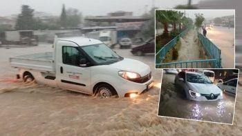 İzmir'i sağanak vurdu, sokaklar göle döndü