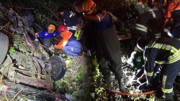 Kazada takla atan otomobilin sürücüsü kaçtı, yolcusu öldü