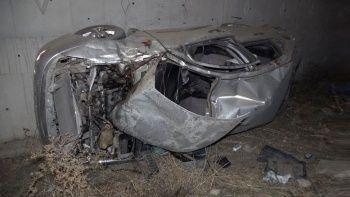 Takla atan araç hurdaya döndü: Baba ile oğul ağır yaralı