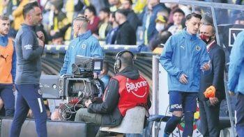 Pereira kararını verdi: Mesut Özil'e yine kulübe gözüktü