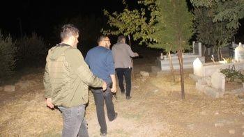Polis ekipleri mezarlıkta 'bebek' aradı