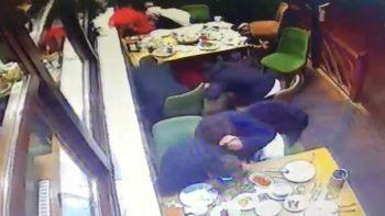 Beyoğlu'nda restorana kanlı saldırı kamerada
