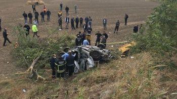 Şarampole devrilerek hurdaya dönen araç 3 kişiye mezar oldu