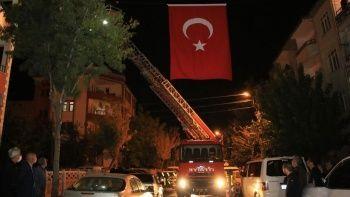 Şehidin baba ocağına Türk bayrağı asıldı