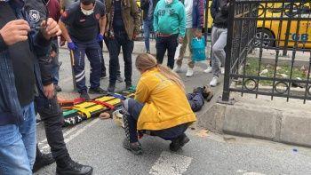 Seyir halindeki taksi yaşlı adama çarptı
