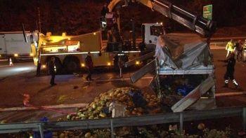 Taksiyle karpuz yüklü kamyonetin kazasında TEM Otoyolu kırmızıya boyandı