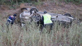 TEM'de feci kaza! Parçalayan otomobil şarampole devrildi