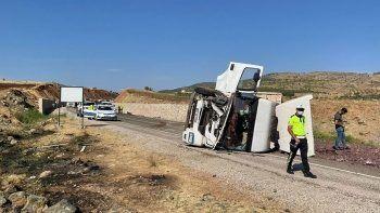 Tır ile otomobilin çarpıştığı kazada 4 kişi hayatını kaybetti