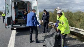 Yaptığı kazadan kurtulan doktor tutanak tutarken kamyon çarpınca öldü