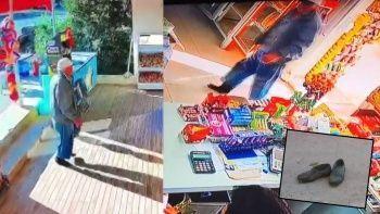 Yaşlı amcadan nezaket örneği! Çamurlu ayakkabılarını çıkartıp markete çoraplarıyla girdi