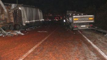 Yola dökülen salçalar yüzünden 18 araç kaza yaptı