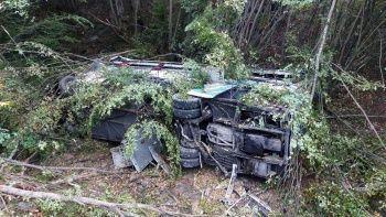 Yolcu otobüsü dereye yuvarlandı: Ölü ve yaralılar var