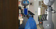 Robot Era bakıma muhtaç kişilerin eli ayağı oluyor
