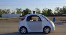 Google aracı otobüse çarptı
