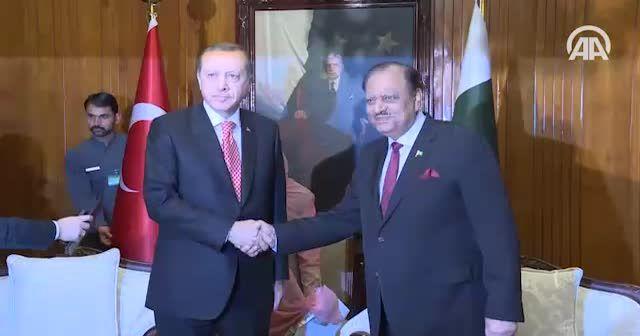 Erdoğan, Pakistan Cumhurbaşkanı ile bir araya geldi