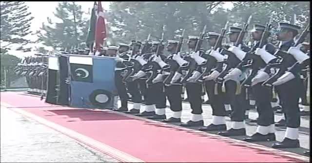 Erdoğan Pakistan'da resmi törenle karşılandı