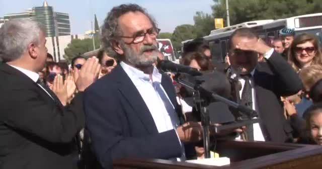 Oyuncu Menderes Samancılar, kazandığı ödülleri bağışladı