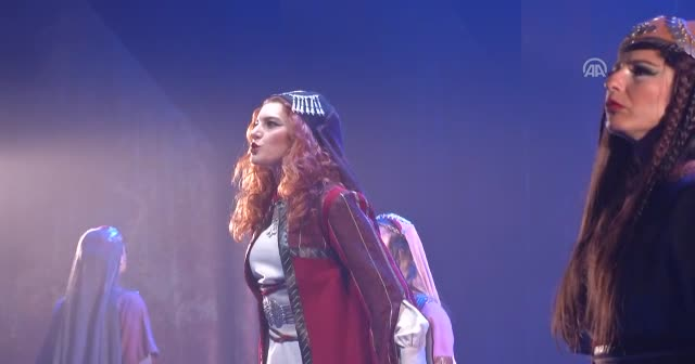 'Jennıfer'ın düğünü' oyunun galasına Şehzade Osman da katıldı