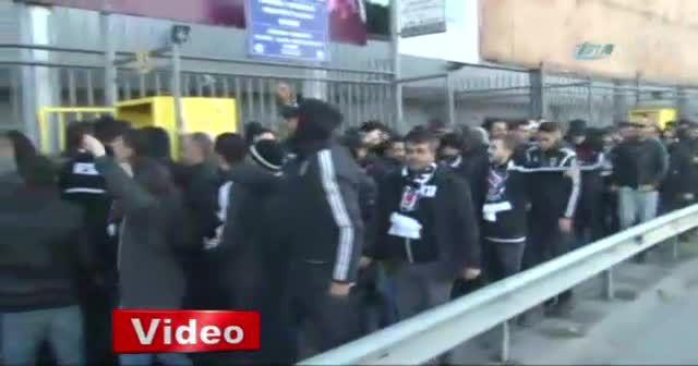 Beşiktaşlı taraftarlar Kadıköy'e geldi