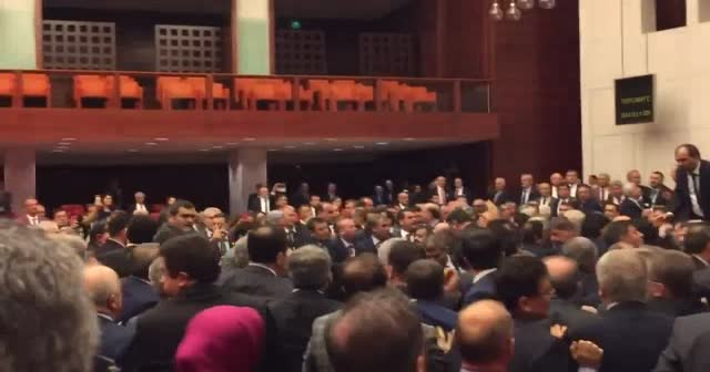 AK Partili balta ısırıldığını raporla kanıtladı