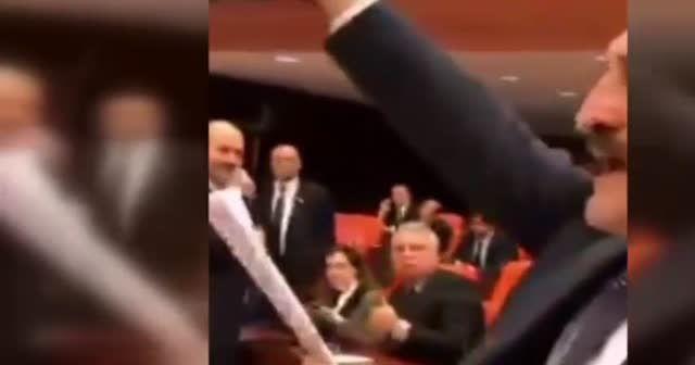 TBMM'de HDP'lileri sayan vekile şehitlerle yanıt