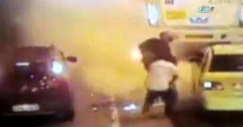 Sürüklenen motosiklet sürücüyü yaktı: O anlar kamerada