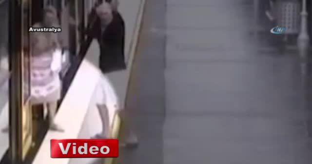 Çocuk trenle istasyon arasındaki boşluğa düştü