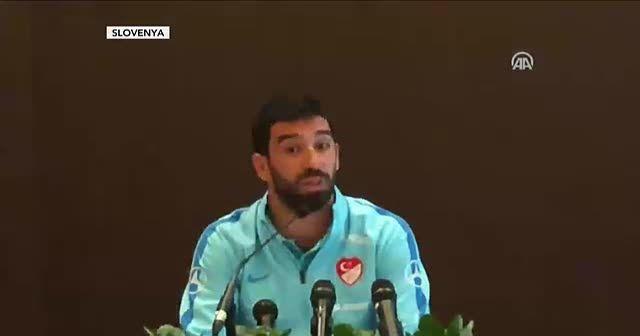 Arda Turan milli takım kariyerini sonlandırdığını açıkladı