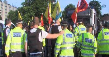 PKK'lılar Londra'da yol kesti