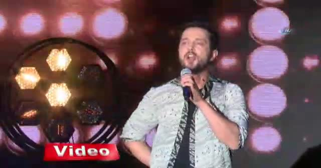 Ünlü şarkıcı Murat Boz, Bursalı hayranlarını coşturdu