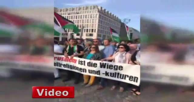 Berlin'de Filistinliler için destek gösterisi