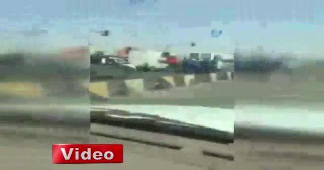 İran'da mahkumlar bozulan cezaevi aracını itti