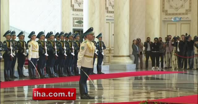 Erdoğan Kazakistan'da resmi törenle karşılandı