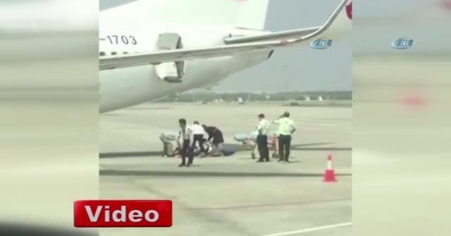 Çin'de hostes uçaktan düştü