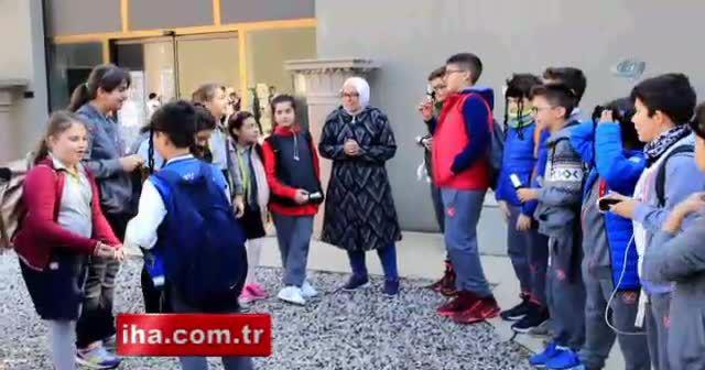 Çocuklar Bergama'nın tarihini tiyatro ile öğrendiler