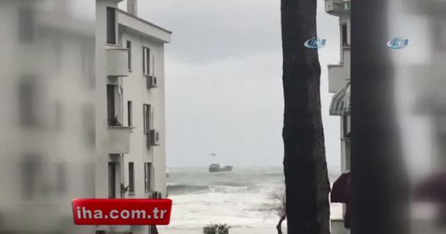 Karadeniz açıklarında Rus bayraklı demir yüklü gemi sürüklendi