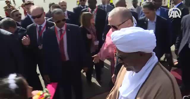 Erdoğan'a Sudan'da coşkulu karşılama