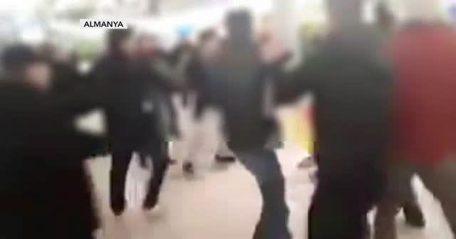 Almanya'da terörist gruba Türklerden tekme tokat dayak