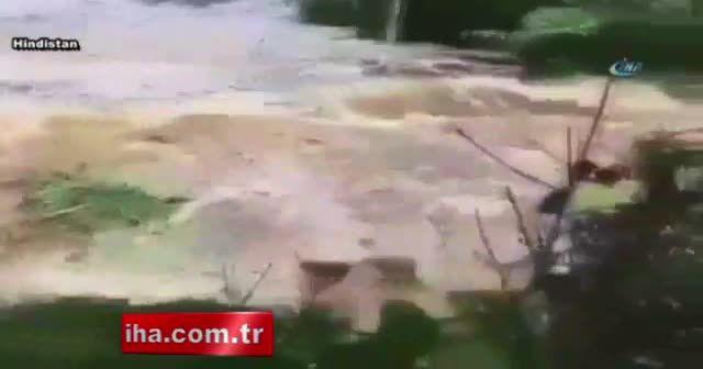 Tsunami kıyı şeridini yuttu