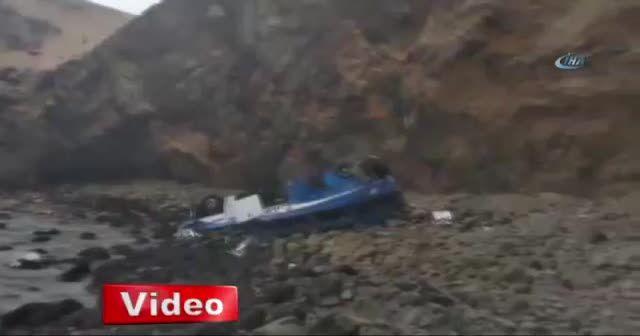 Peru'da otobüs uçuruma devrildi : en az 48 ölü